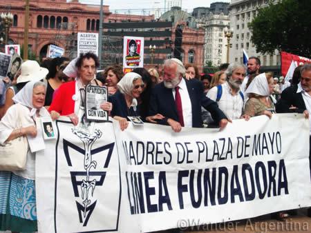 Las Madres de Plaza de Mayo march in the Plaza de Mayo