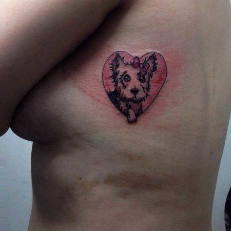 женские тату собака боку