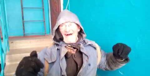 АЛКАШИ ВСЕГДА В ТЕМЕ.Все бабы как бабы…гитарой об голову .прикольные Алкаши жгут на гитаре