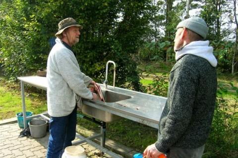 Forellenvisvijvers Het Oosterseveld vis schoonmaken