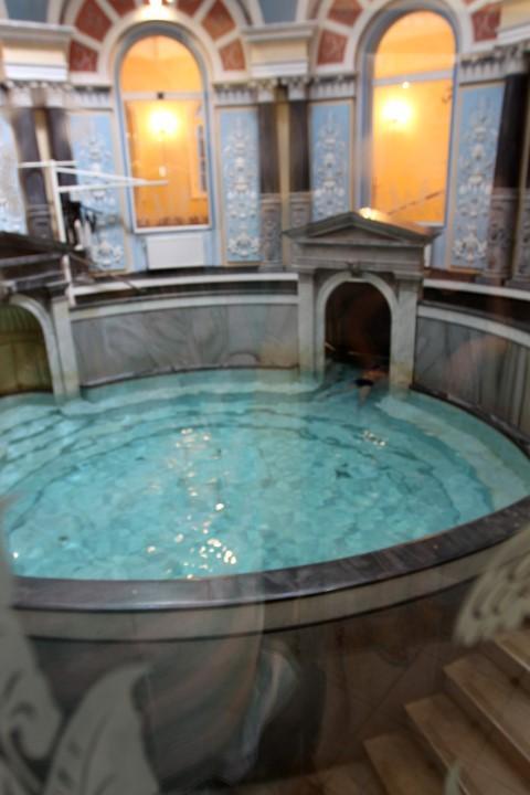 """krásný kruhový termální bazén """"Wojciech"""" Přírodně léčebný ústav"""