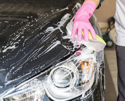 Cómo limpiar tu coche durante el verano