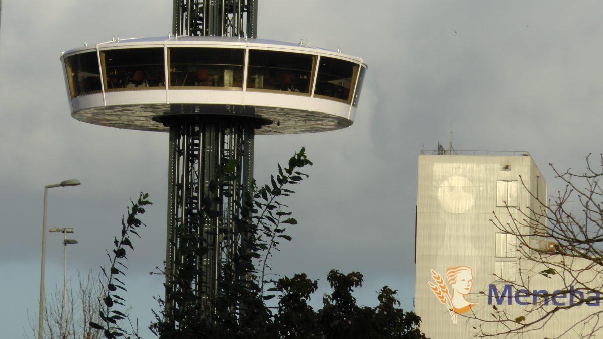 UFO restaurant Attractiepark Rotterdam in de lucht op 42 meter hoogte Meneba