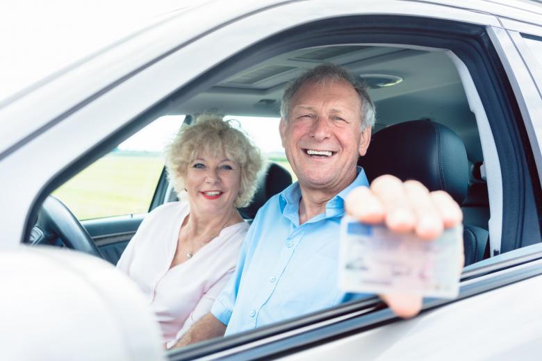 Немецкие пенсионеры обменивают водительские права на проездные фото 1