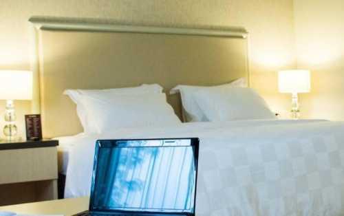 Perjalanan Bisnis Terasa Nyaman Saat Anda Menginap di 4 Hotel Dekat Ciputra World Surabaya Ini!