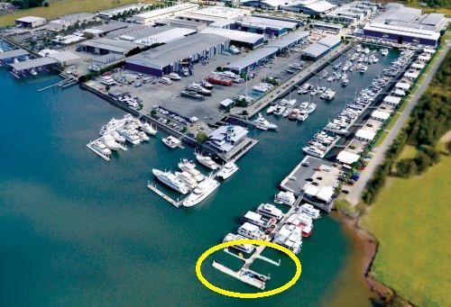 Coomera_Houseboats_marina