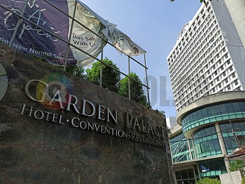 tampak depan hotel garden palace