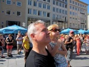 Watching the glockenspiel in marienplatz, munich