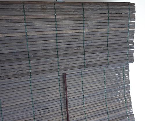 Bamboe vouwgordijn detailfoto bovenkant donkerbruin
