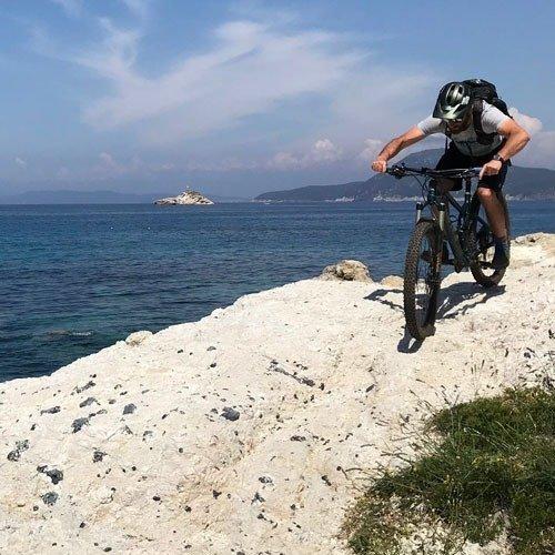 bike tour isola elba