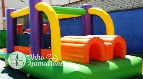 obstáculos hinchables para niños