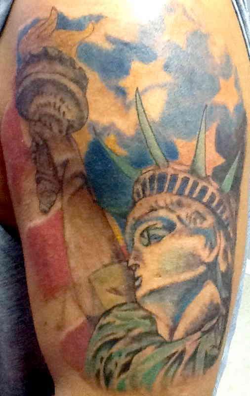 Статуя Свободы тату на плече