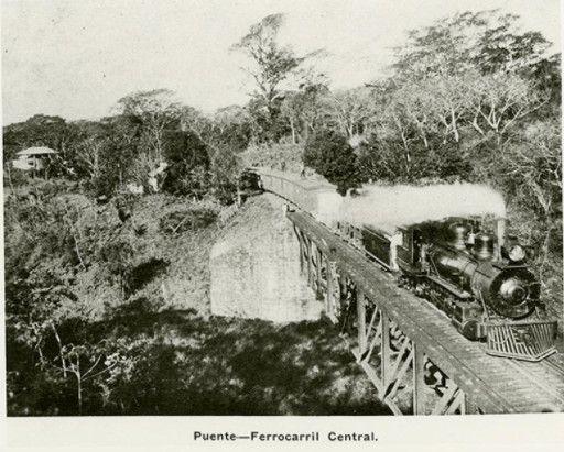 Ferrocarril Central cruzando un puente