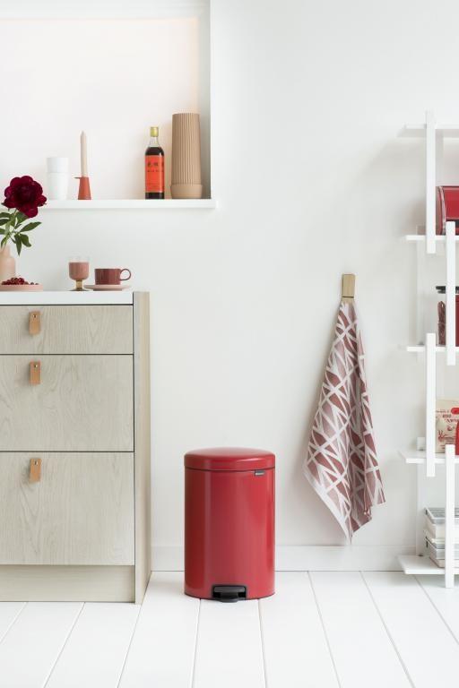 pequeño almacenaje diseño nórdico diseño holandés diseño hogar diseño europeo decoración interiores cubos pedales complementos hogar brabantia bins accesorios hogar