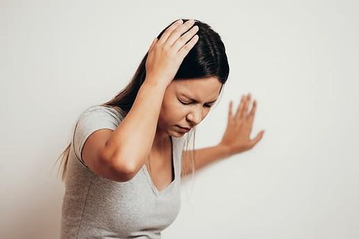 Durch langes Stehen wird der Kreislauf stark beansprucht, dies kann zu Schwindelattacken führen.
