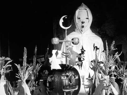 espeluznantes-fotos-disfraces-de-halloween-de-antes