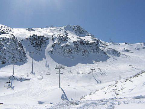 Telesilla en Fuentes de Invierno estación de esquí