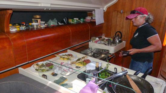 Organisation de la cuisine à bord d'un voilier