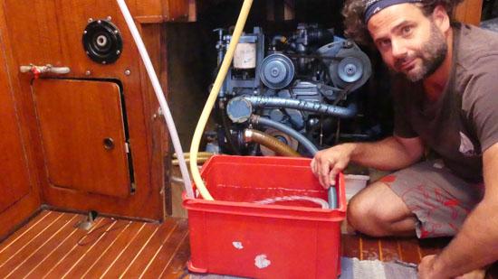 Rincer le moteur diesel à l'eau douce
