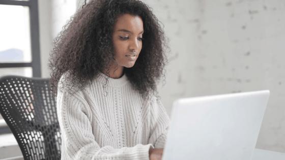 Girl on laptop finding Pinterest keywords