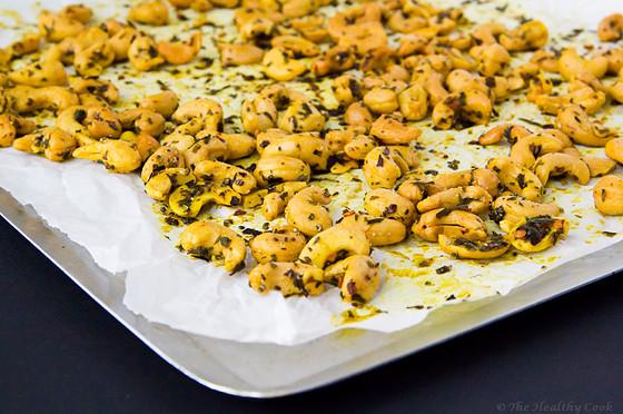 Roasted Cashews with Turmeric, Tarragon & Chia Seeds – Ψητά Κάσιους με Κουρκουμά, Εστραγκόν & Σπόρους Chia