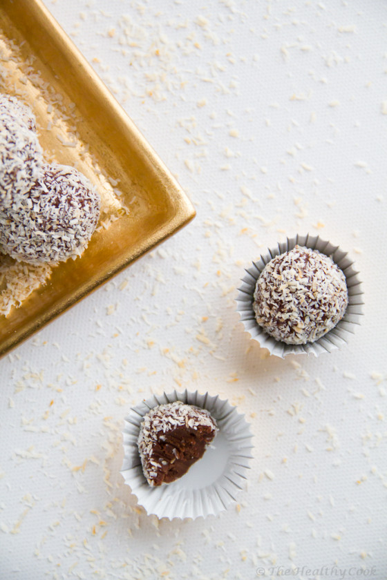 Chocolate Truffles with Coconut & Ginger – Τρούφες Σοκολάτας με Καρύδα & Τζίντζερ