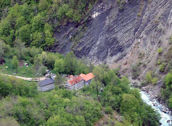pogled na manastir Bijela u Crnoj Gori
