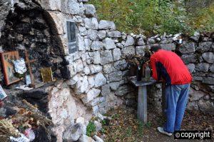 izvor-manastira-petruske.jpg