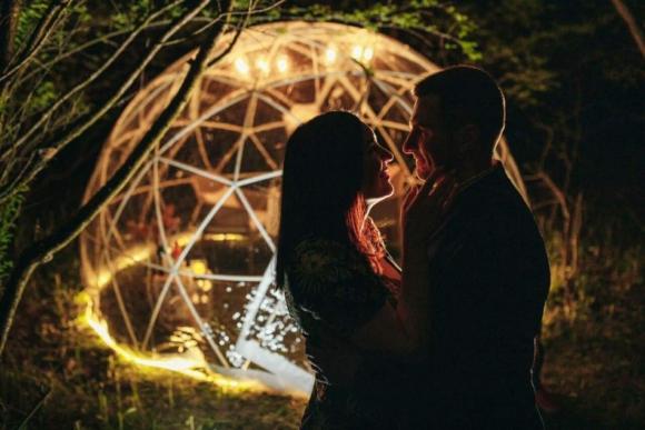 Романтична вечеря під куполом відкритого неба в Хмельницькому