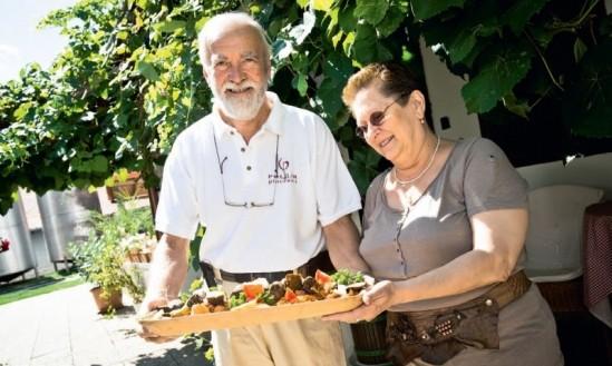 Polgár själv och Kati från PolgárBor i Villányi som producerar Hungry Wines Kadarka
