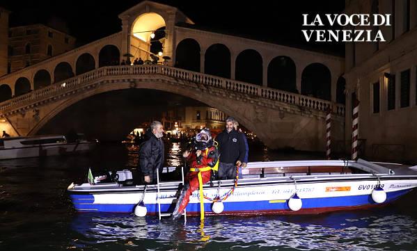 gondolieri sub venezia canal grande up 600