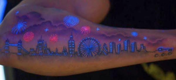 Tatuaż UV na przedramieniu