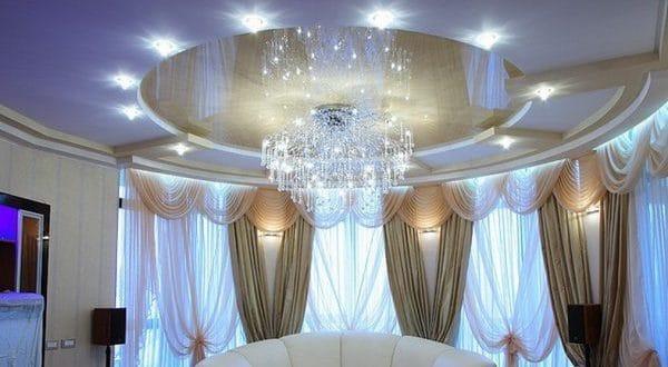 круглый натяжной потолок в зале