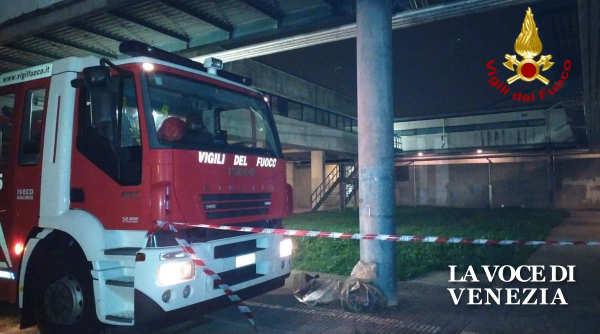 Esplosione scuola 8 Marzo di Mirano, crollano pareti di cartongesso
