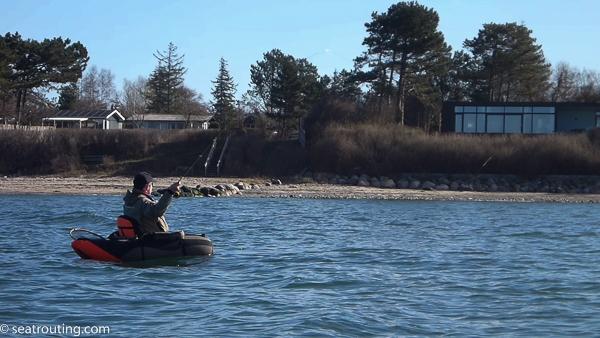Michael fisker det kystnære vand af
