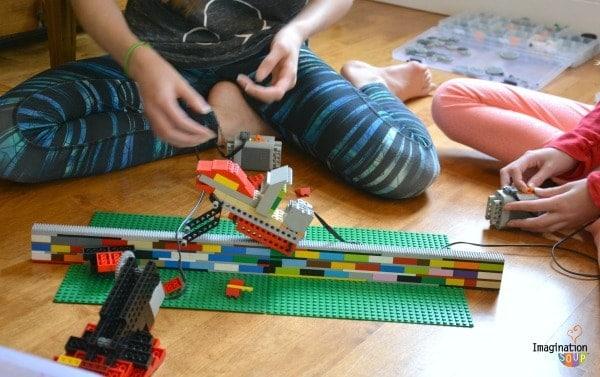 Big Hit! PlayWell LEGO Engineering Party BATTLE BOTS
