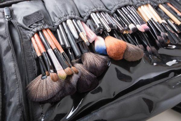 como-hacer-un-organizador-de-maquillaje6-istock