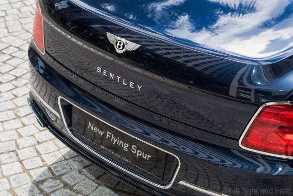 Bentley Flying Spur_rear lights
