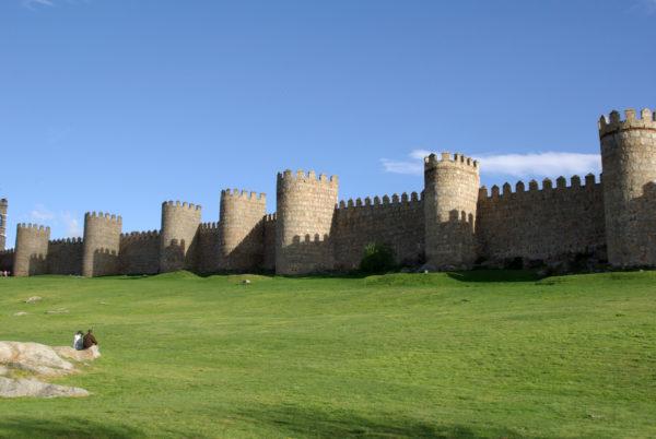 10-lugares-en-espana-que-es-obligatorio-visitar-murallas-de-avila