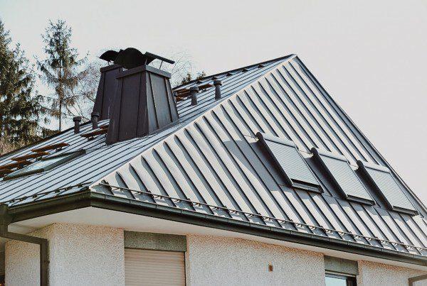 Pokrycia dachowe wykonane z arkuszy i taśm na podkładzie ciągłym
