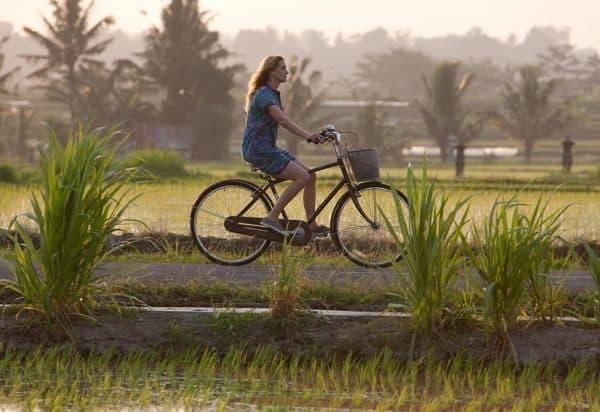 Julia roberts bikes through bali in eat pray love