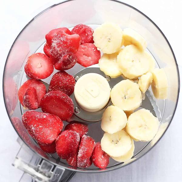 Blending Frozen Strawberries and Banana
