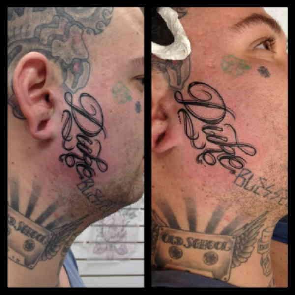 Надпись тату на лице