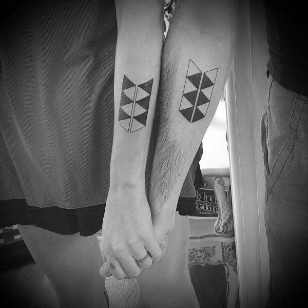 awesome-couples-tattoos-geometric-design-ideas-on-forearms