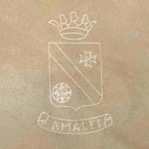 La filigrana su uno dei fogli prodotti artigianalmente al Museo della Carta di Amalfi