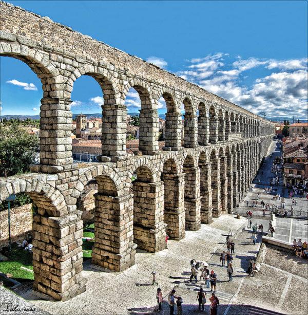 10-lugares-en-espana-que-es-obligatorio-visitar-acueducto-de-segovia