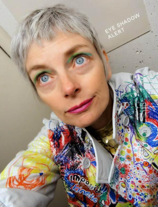 Vibrant makeup looks | 40plusstyle.com