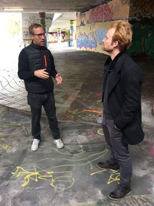 """Mit Patrick """"Mister"""" Klein von graffiti-stuttgart.de habe ich mich in der """"Hall of Fame"""" in Bad Cannstatt getroffen. Unterhalb der Haltestelle Mercedesstraße entstehen täglich neue legale Graffiti."""