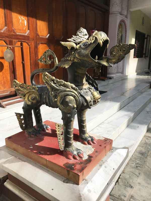 Dragone fuori dal tempio del monastero