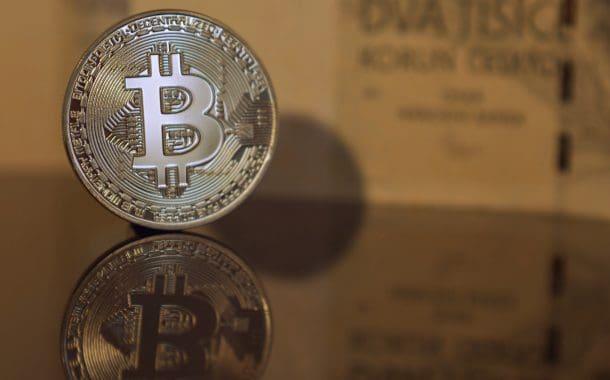 Kurs bitcoina coraz bliżej 10 tys. dolarów - altcoiny rosną w ślad za nim.
